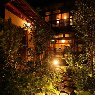 金閣寺、きぬかけの路前にある京町家レストラン