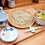 92206153 - お蕎麦と海老天玉子とじ丼