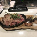 92207075 - 黒毛和牛門崎熟成肉VS東京X一等買い部位盛り合わせ。                       美味し。