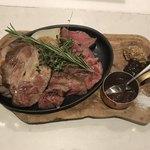 92207085 - 黒毛和牛門崎熟成肉VS東京X一等買い部位盛り合わせ。                       美味し。