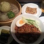 西門食房・小籠包・粥 - ランチ魯肉飯セット 950円