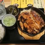 炊き餃子と鶏すき大衆酒場 仕事鶏A - チキンステーキ¥750-