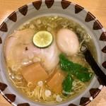 鶏そば一休 - 料理写真:鶏塩ラーメン 煮卵トッピング