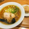 麺や 佐渡友 - 料理写真:「醤油らー麺」(600円)と「かしわおにぎり」(100円)。