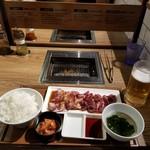 92216011 - カルビ&ハラミ(サガリ)セット200g+ごはん・スープ・キムチセットと生ビール