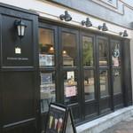 92216493 - ドイツと云うよりはパリのモダンなカフェのような雰囲気の店1