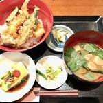 うお・みっつ 新宿店 - 季節の天丼(魚介3種・野菜4種) 850円