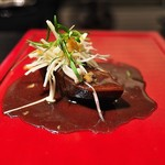 祇園 呂色 - 牛タン。濃厚ながらえのきの食感がアクセント。