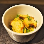 祇園 呂色 - お食事はアワビをバターで焼いて。下にはお米をイメージさせるスペインのパスタ。アワビの肝であえて。