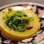 サーモンアンドトラウト - キウイとコリアンダーのサラダ