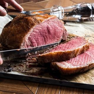 肉屋の熟成牛ステーキ&手仕込み肉料理をぜひ!