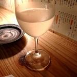 京都酒場赤まる - 日本酒はワインで提供