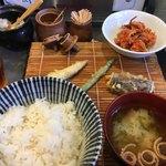 92226786 - 田井天定食¥700。先ずは野菜3種類からスタート!