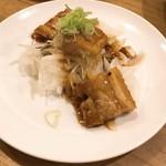 たきち - 焼き鳥のタレをかけた焼豚