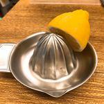 しゃけスタンド - レモンサワーはセルフでプリーズ。304を温間プレスで絞っている。ナマシ(焼鈍)の後、電解研磨を掛けたと思われる。