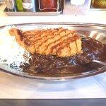 金沢カレー ストロング - カツカレーです。小ぶりだが旨いかつでした。