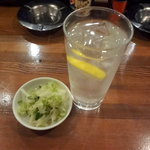 9223900 - レモン酎水460円とお通し100円