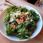 和牛炙り寿司×チーズ料理 肉バルミート吉田 - 彩り野菜のコブサラダ