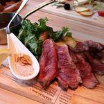 和牛炙り寿司×チーズ料理 肉バルミート吉田 - 熟成牛サガリ