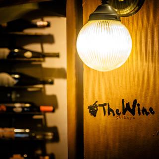 ワインが照明のまるでアニメの世界のようなオシャレな空間