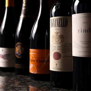 ソムリエが選んだワインや日本酒は、バイザグラスで愉しんで。