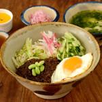 辺銀食堂 - ジャージャン丼