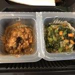 仙臺たんや 利久  - 左:牛たん入り南蛮味噌、右:青菜刻み漬け