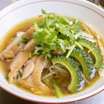 鶏肉とゴーヤーのコラーゲン香味湯麺
