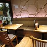 酒と肴 海鮮丼 海山 - テーブル席