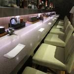 酒と肴 海鮮丼 海山 - カウンター席