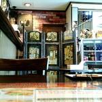 Devi Corner - 1階奥の席より