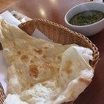 ムーナ - 料理写真:ナンとほうれん草のカレー