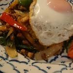 ワルン ジャムカレット - 鶏肉のバジル炒め御飯アップ