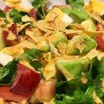 Village Vanguard DINER  - アボカドにトマト、ベーコン、ゆで卵など、具材もタップリ!!