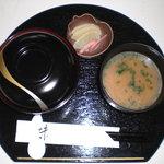 カフェダイニング宏 - 丼ランチ。お味噌汁が意外に凝ってます^^