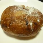 ブーランジェリー パリゴ - りんごとくるみのプティパン
