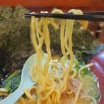 らーめん ゑびす - ムッチムチ食感の太縮れ麺。