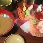 海鮮丼いちば - 旬のおまかせ丼 (´∀`)/ あら汁