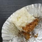 92276918 - まったり濃密なレアチーズは甘さ控えめでレモンの酸味が爽やか、ザクザク香ばしいビスケット生地が合う!