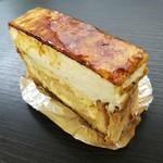 92276948 - ふわっとマシュマロのような弾力のシブーストクリームや、サクサク素朴なパイ生地、甘い林檎のハーモニー