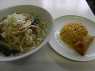 味坊 - ランチセット(とりそば、半炒飯、半春巻き) \700