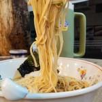 とん龍  - 鶏白湯ラーメン700円細麺アップ