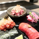 92285327 - 生肉(赤身手巻き・牛刺身・牛炙り握り・トリュフユッケ)