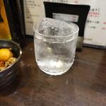 七津屋 - 芋ロック(280円):黒霧75ml