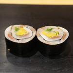 鮨 はしもと - 赤酢で〆たイワシ巻 タクアン入り