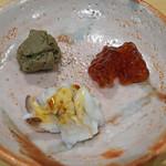 鮨 はしもと - お酒のお供  焼いた鮎のペースト、筋子の味噌漬け、新烏賊の下足