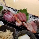 炭火活烹三是 - 刺身近影 この値段にしては素晴らしいボリューム! だが、いい刺身を食べようと思ったらもっとお金払わないと?(笑)