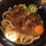 水道橋麺通団 - 肉うどん中 550円、金曜日生卵1個サービス