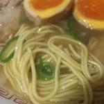 92296470 - 麺は京都ラーメンらしい細麺