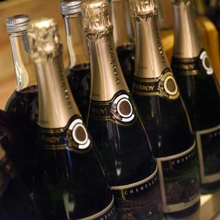 国内外から集めた生産者の方の想いが詰まった30種以上のワイン